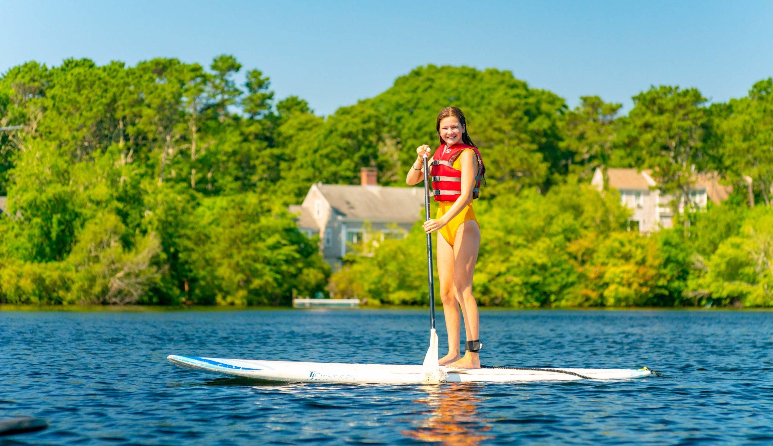 Camper paddle boarding